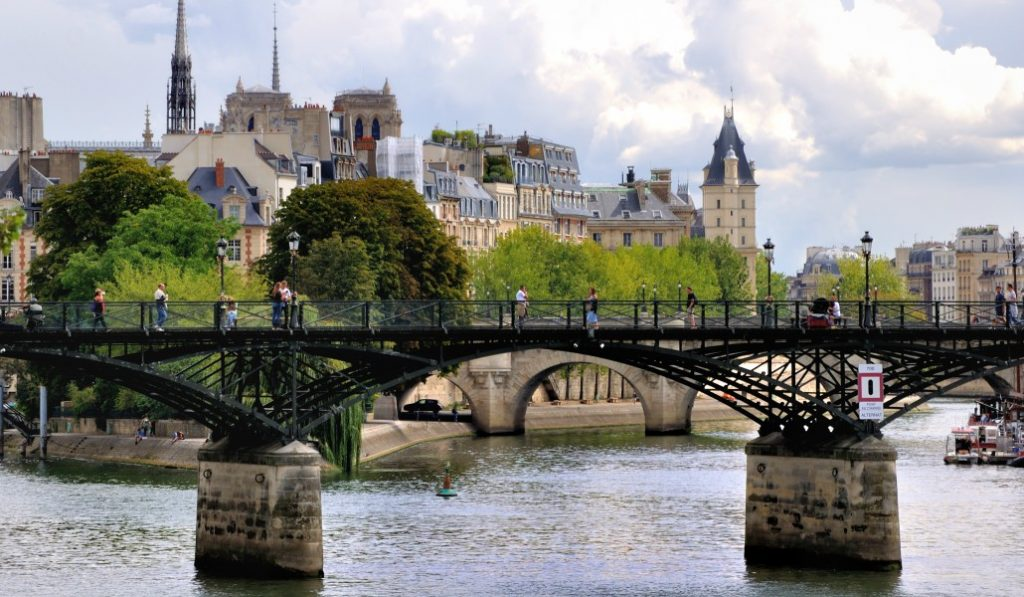 Ponts et passerelles : les plus belles traversées de Paris !