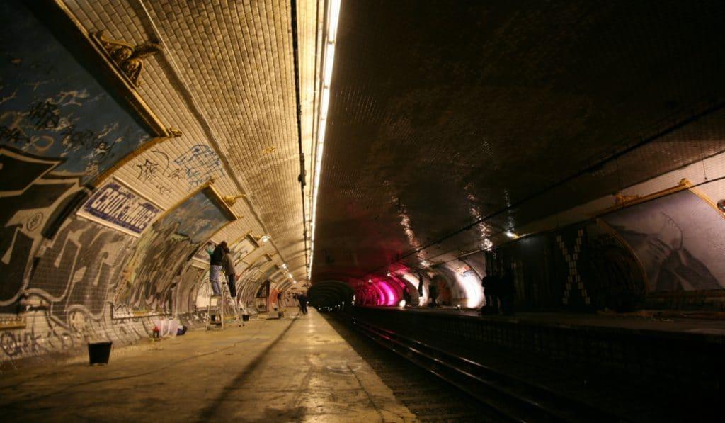 Paris face cachée : des activités insolites qui vous ouvrent les portes des plus grands secrets de la capitale