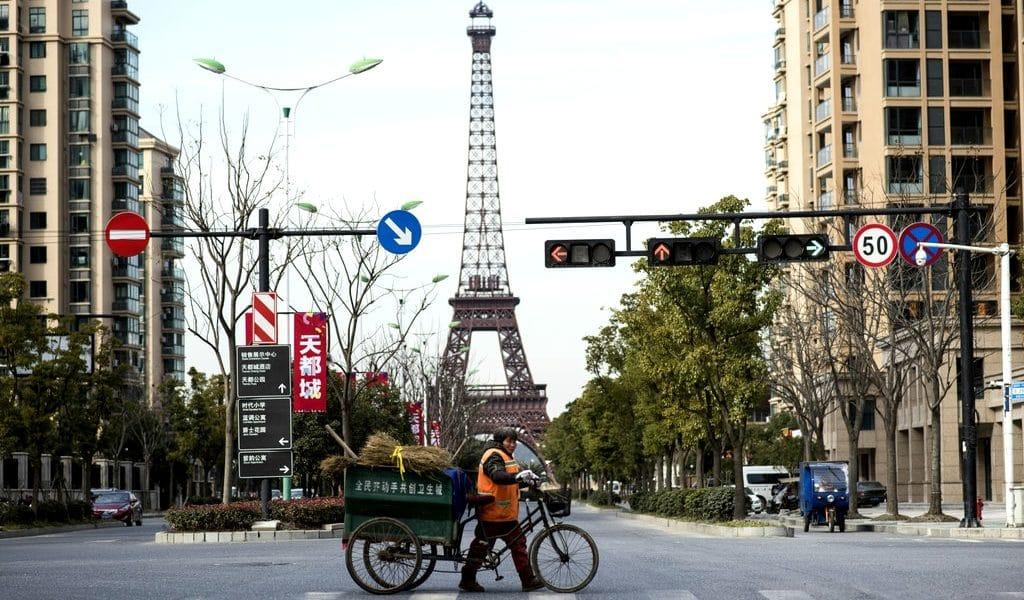 Une reproduction désertique de Paris existe… en Chine !