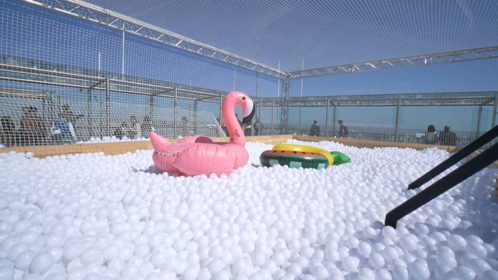Une piscine à balles s'installe… sur le toit de la Tour Montparnasse !