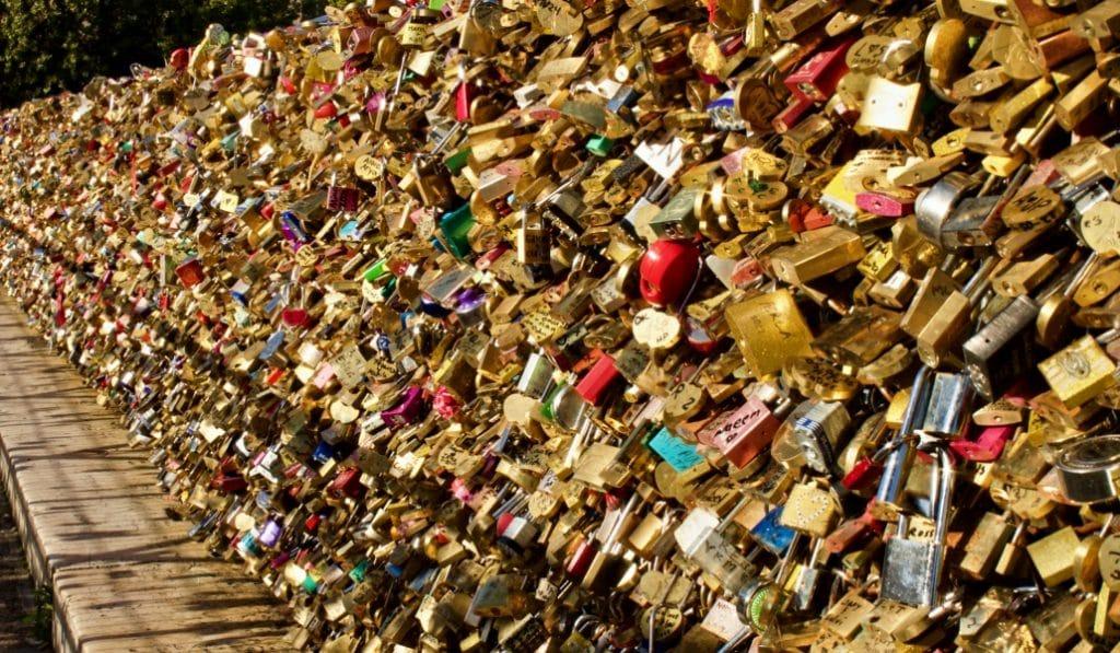 40 tonnes de cadenas d'amour retirés du Pont Neuf