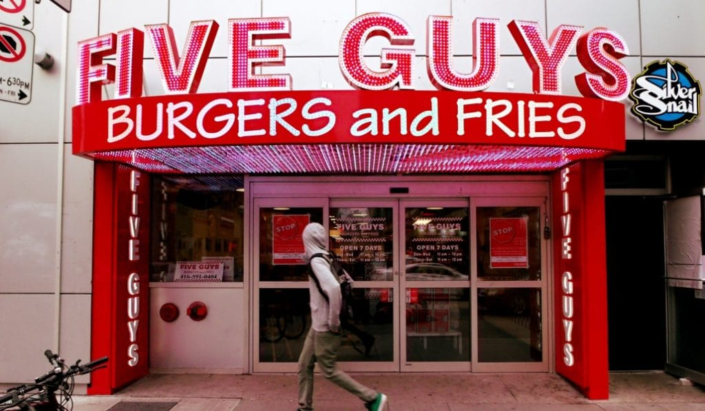 Un nouveau Five Guys «Breakfast» ouvre à la gare du Nord