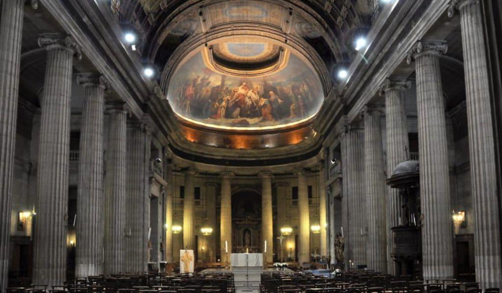Des dessins façon Toulouse Lautrec découverts dans la charpente d'une église parisienne