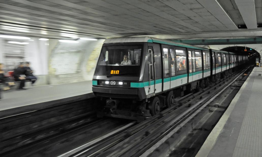 Des touristes perdus dans le métro reçoivent une amende de la RATP.