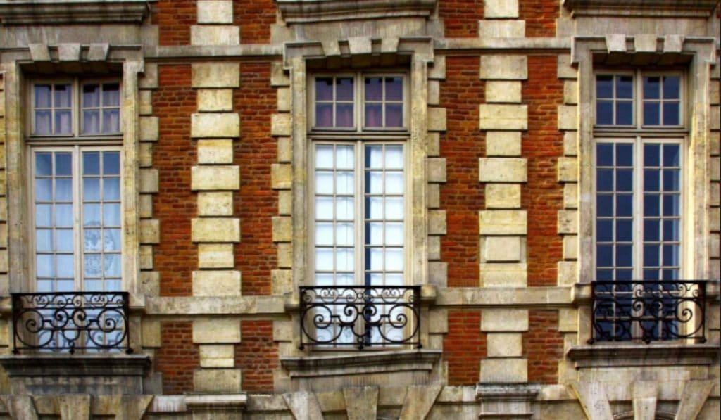 7 immeubles insolites à découvrir à Paris