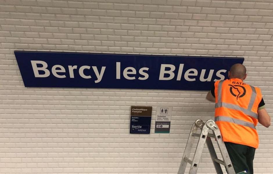 6 stations de métro renommées pour célébrer les bleus