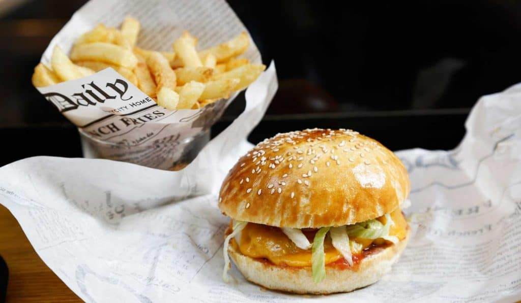 Le Burger Fermier des Enfants Rouges: un hamburger pour les amoureux de fromage