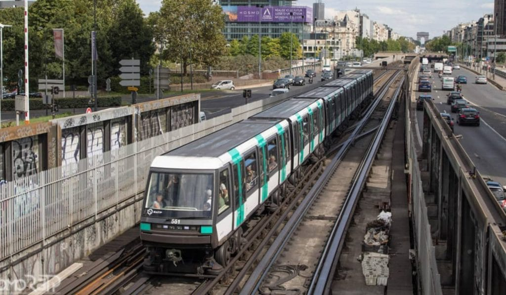 Évacuation chaotique des passagers bloqués dans la ligne 1 hier soir