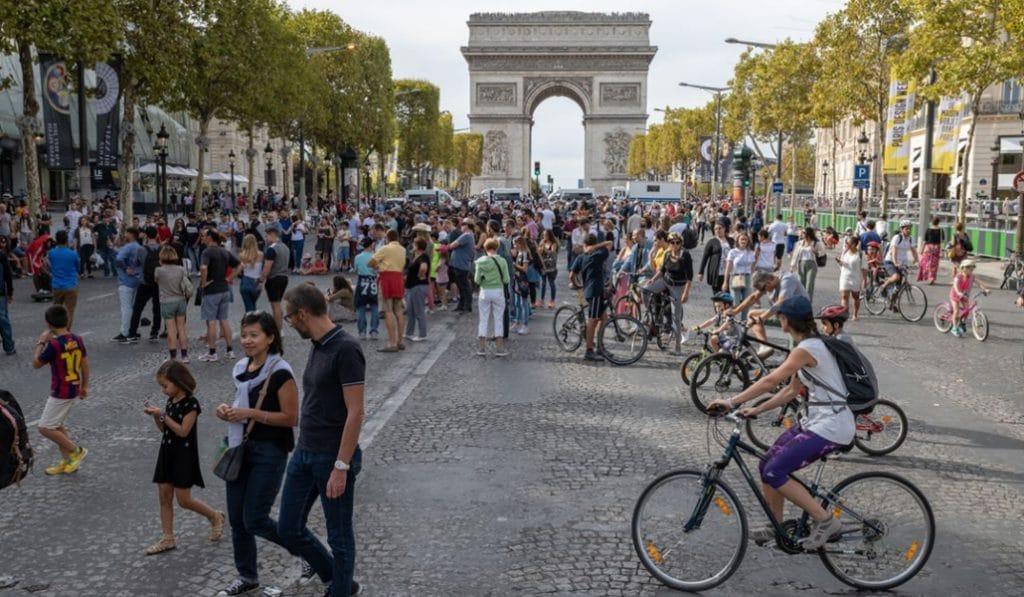 Un dimanche par mois sera sans voiture dans le centre de Paris