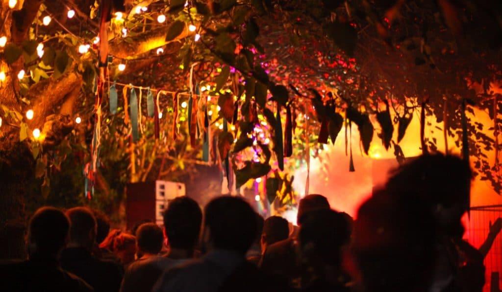 Rituel : la soirée perchée qui t'emmène danser dans les bois