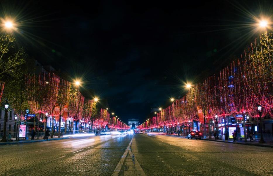 Le 22 novembre, les Champs-Elysées s'illumineront… en rouge !