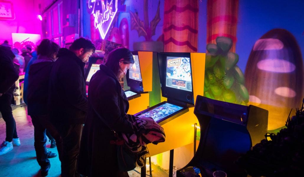 Gameplay : une soirée entre techno et jeux rétros