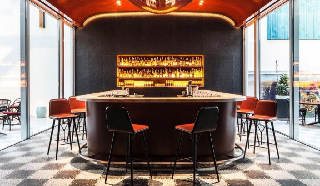 4 bars à cocktails parisiens historiques
