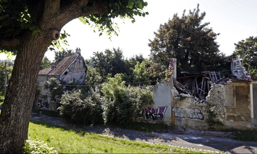 Découvrez un village à moitié abandonné à deux pas de Paris