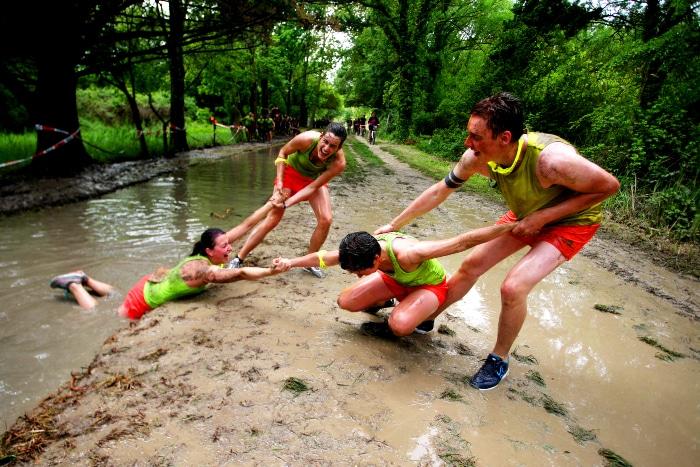 Ruez vous dans la boue avec vos potes à «La Ruée des Fadas» la plus ouf des courses déguisées !