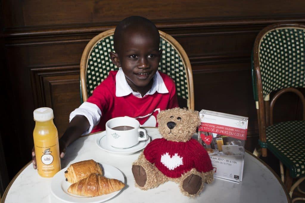 Paris : Le petit déjeuner du cœur à 5 euros au Café de la Paix