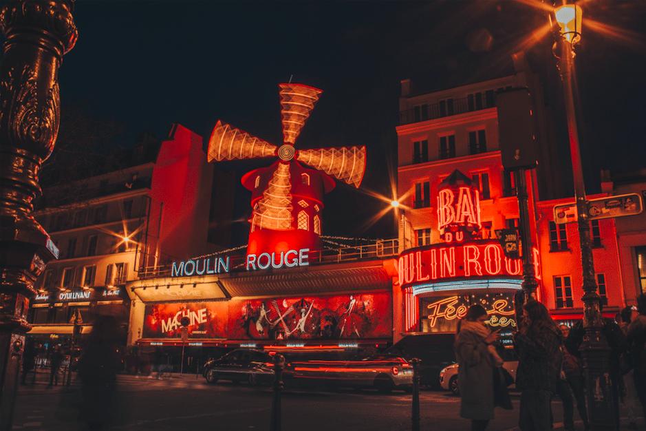 Un cinéma en plein air GRATUIT sur le rooftop du Moulin Rouge