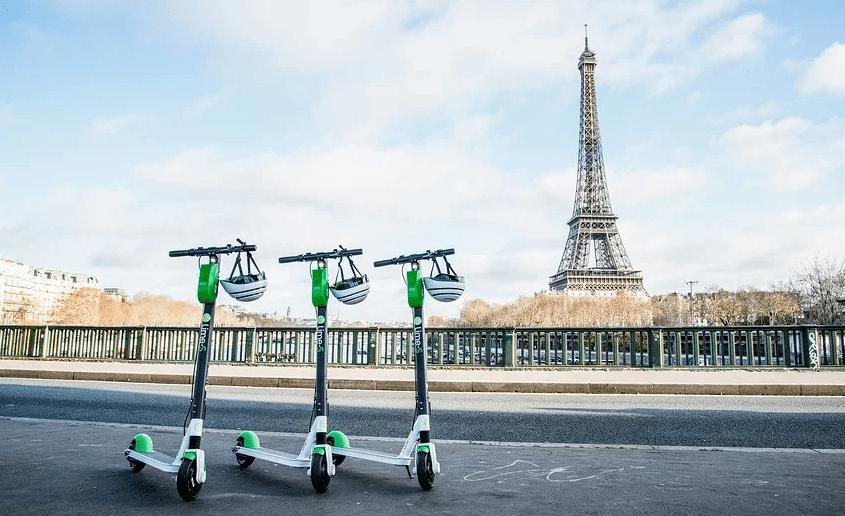 C'est officiel : garer sa trottinette sur les trottoirs est désormais interdit à Paris !