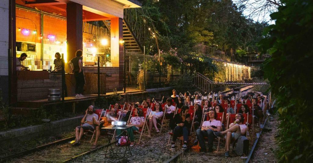 Un cinéma en plein air GRATUIT sur les rails de la Petite Ceinture à Paris !