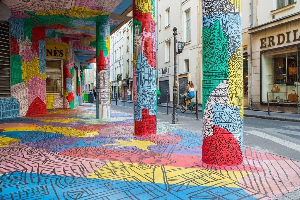 Paris : une fresque de street art à 360° aux couleurs des lieux LGBTQI+ du monde entier !