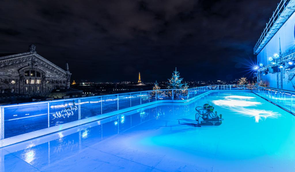 La patinoire perchée sur le rooftop des Galeries Lafayette à Paris vient d'ouvrir… et c'est GRATUIT !