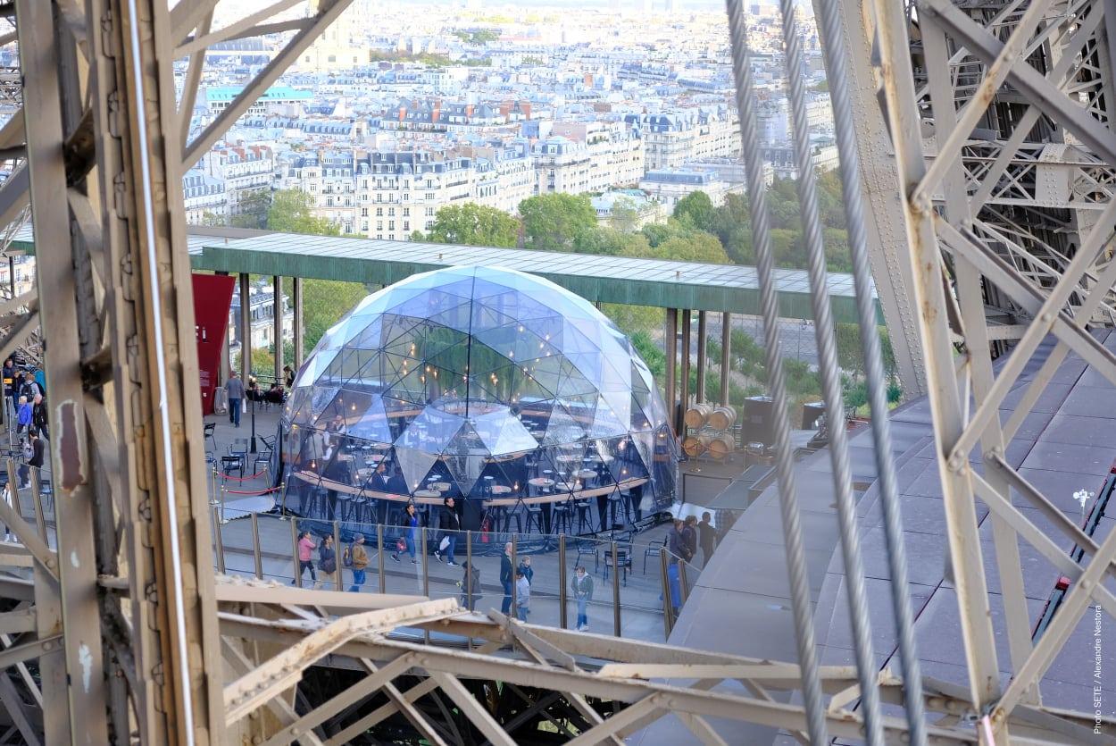 «La Bulle parisienne» le dôme transparent éphémère de la Tour Eiffel qui va vous subjuguer !