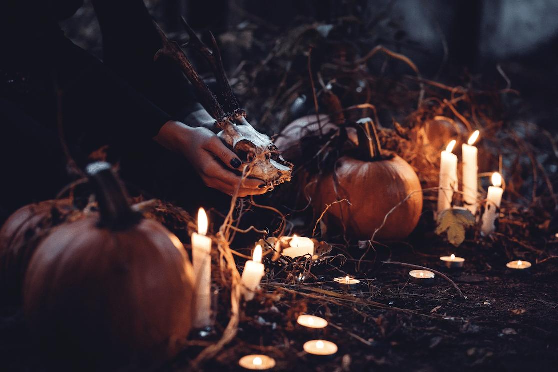 Fête d'Halloween à la bougie dans une cathédrale parisienne !