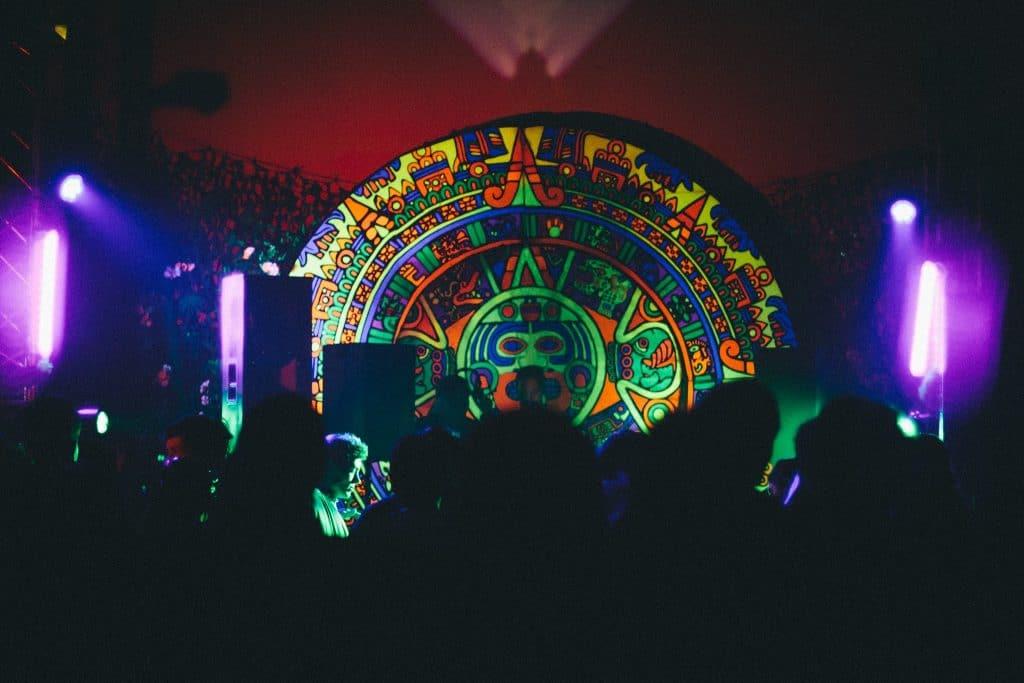 Agartha : 8 h de techno tribale dans un labyrinthe secret à Paris !