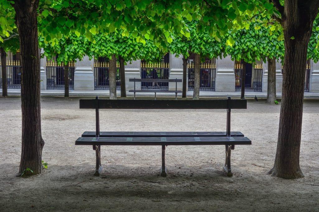 Histoire des Bancs-poèmes Jardin du Palais Royal Paris