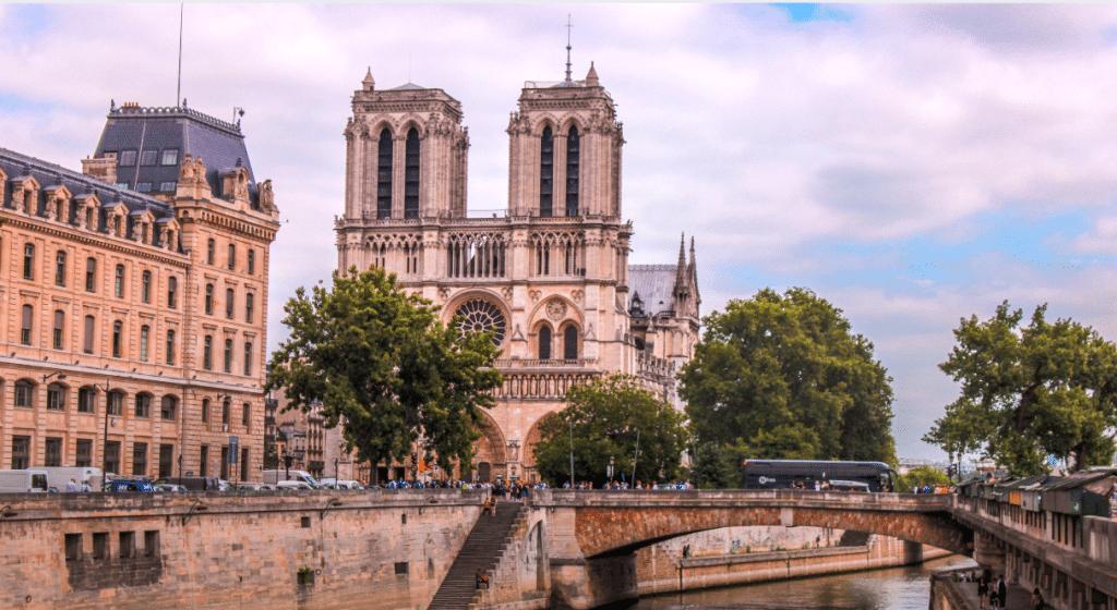 Notre-Dame de Paris : une exposition virtuelle gratuite pour la redécouvrir !