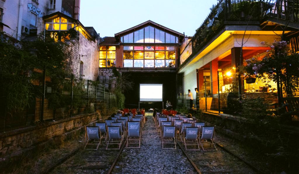 Paris : Un cinéma en plein air GRATUIT sur les rails de la Petite Ceinture !