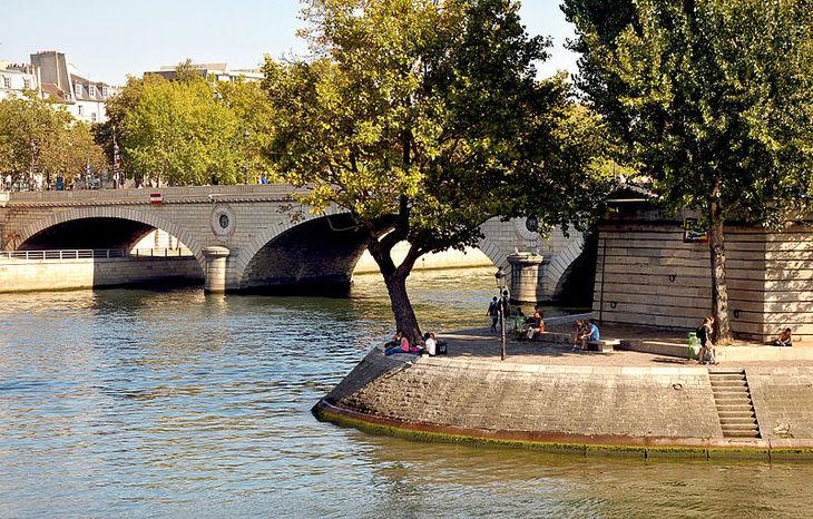 Les meilleurs endroits où se poser pique-niquer, lire un livre ou respirer dehors en ce moment à Paris !