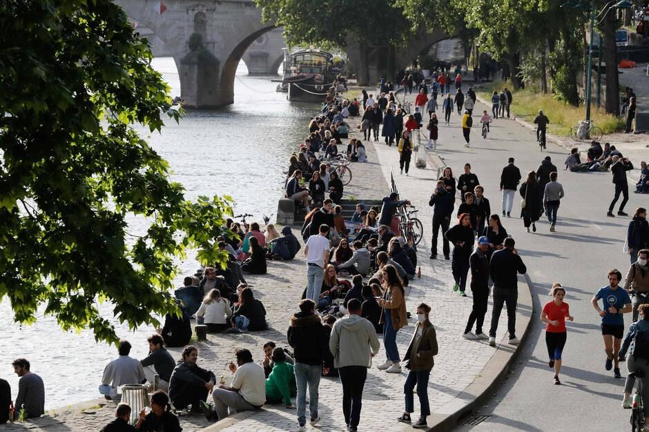 Déconfinement : le Canal Saint-Martin bondé, Christophe Castaner interdit l'alcool sur les berges à Paris !