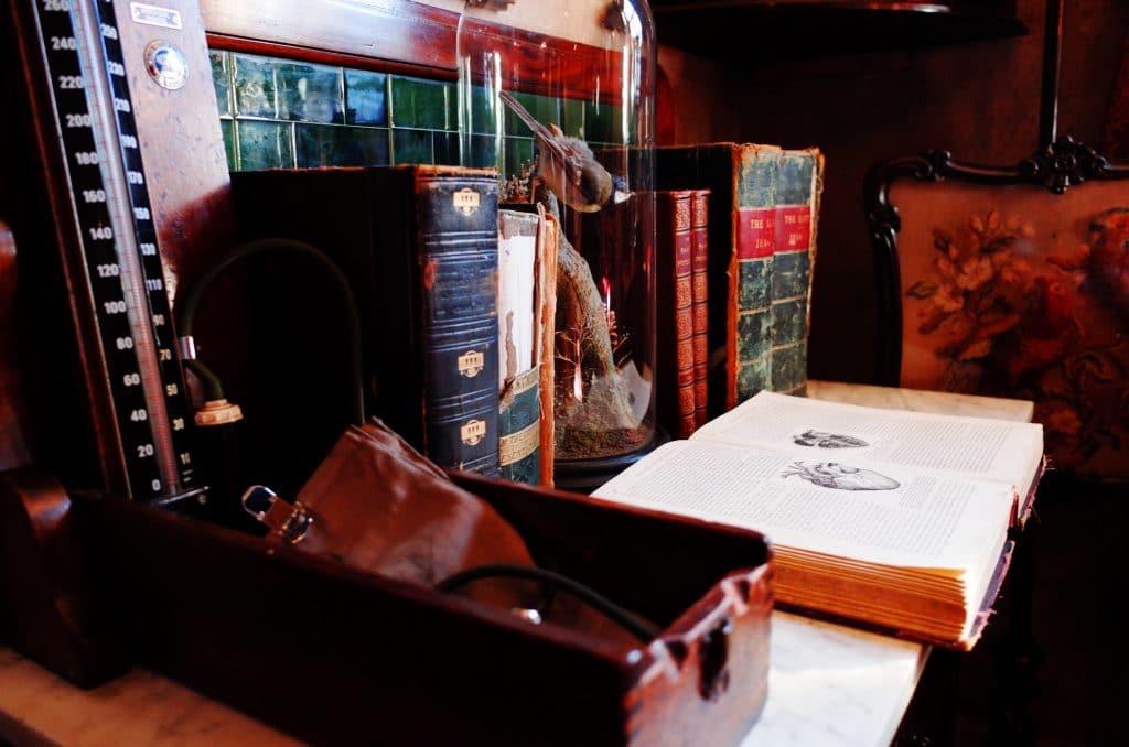 Découvre la nouvelle édition du jeu Murder Mystery Online : Sherlock et l'Assassin du Palais !