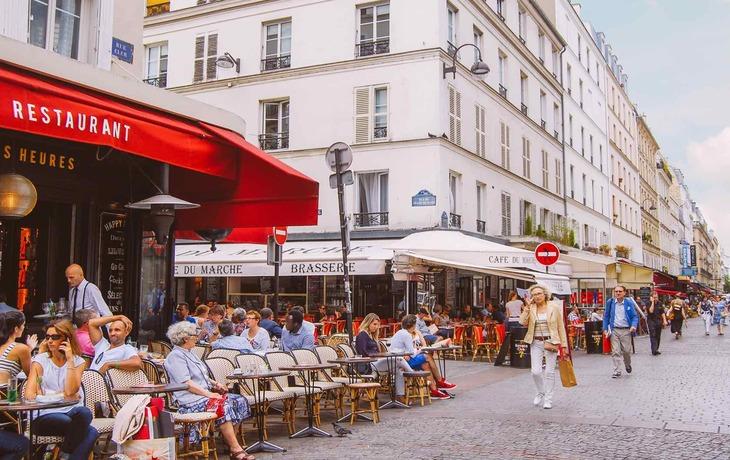 Anne Hidalgo veut dédier des « rues entières » au restaurants, bars et cafés parisiens !
