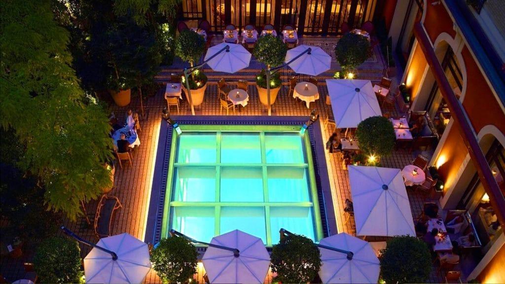 «Jardin Secret» : la nouvelle terrasse d'été éphémère du Royal Monceau !
