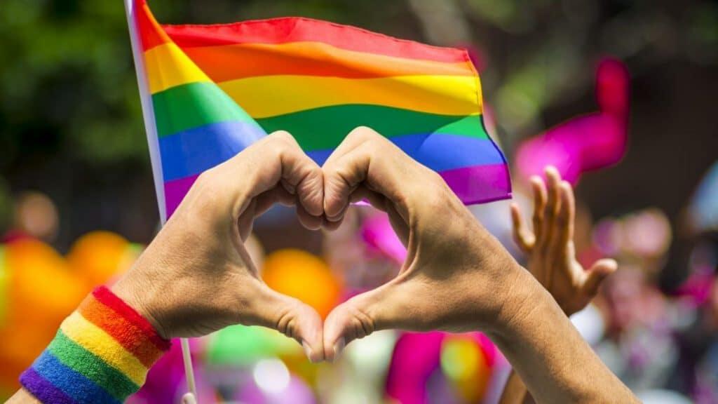 Pride : Ces rues, places et lieux publics qui ont reçu le nom de personnalités LGBTQ+ à Paris !
