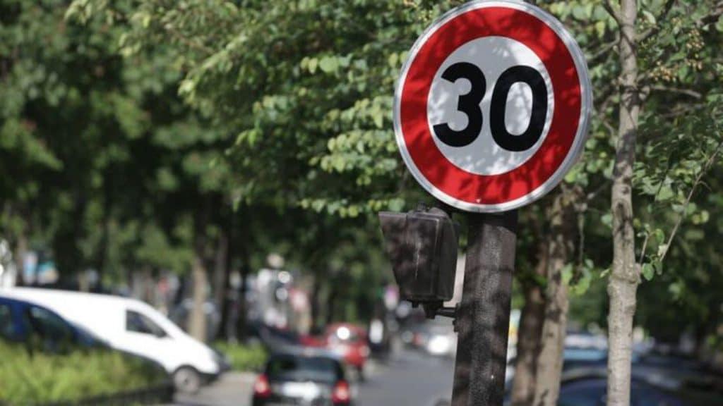 Anne Hidalgo veut instaurer une limite de 30 km/h dans tout Paris si elle est réélue !