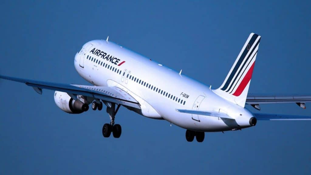 Les passagers d'un vol Paris-Nice accueillis avec une amende pour avoir refusé de porter le masque dans l'avion !