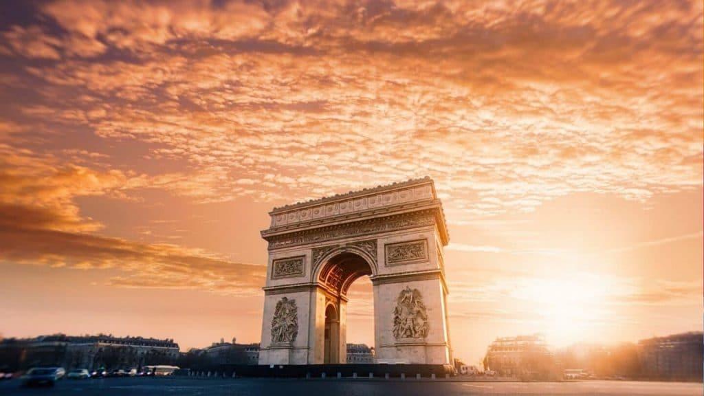 Paris : réouverture de l'Arc de Triomphe sur les Champs-Elysées !