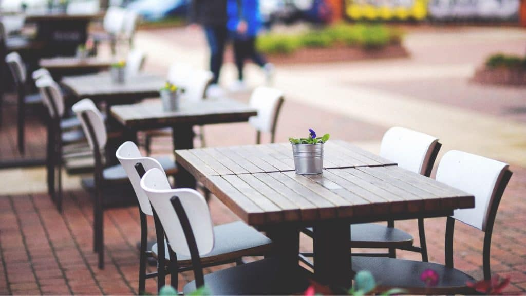 Les restaurants, bars et cafés pourraient rouvrir entièrement avant le 22 juin !