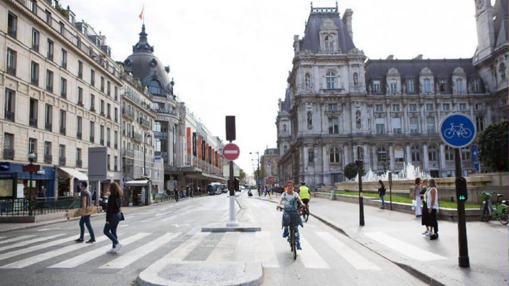 Si Anne Hidalgo est réélue, les pistes cyclables provisoires resteront en place à Paris !
