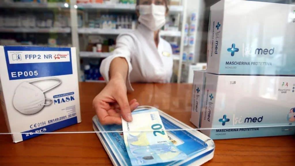 Coronavirus : Bientôt des aides financières pour aider les foyers à s'acheter des masques ?