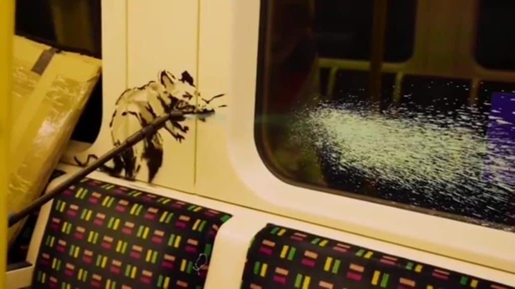 Banksy dévoile de nouvelles œuvres dans le métro à Londres pour supporter le port du masque !