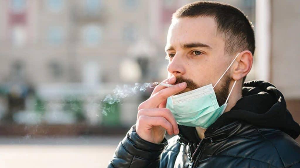 Port du masque à Paris : Qui doit le porter ? Peut-on manger/fumer dans la rue ?