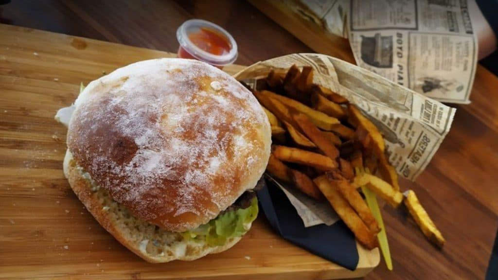 Les burgers à moins de 3€ de «Mangez et cassez-vous» sont de retour à Paris avec une nouvelle adresse !