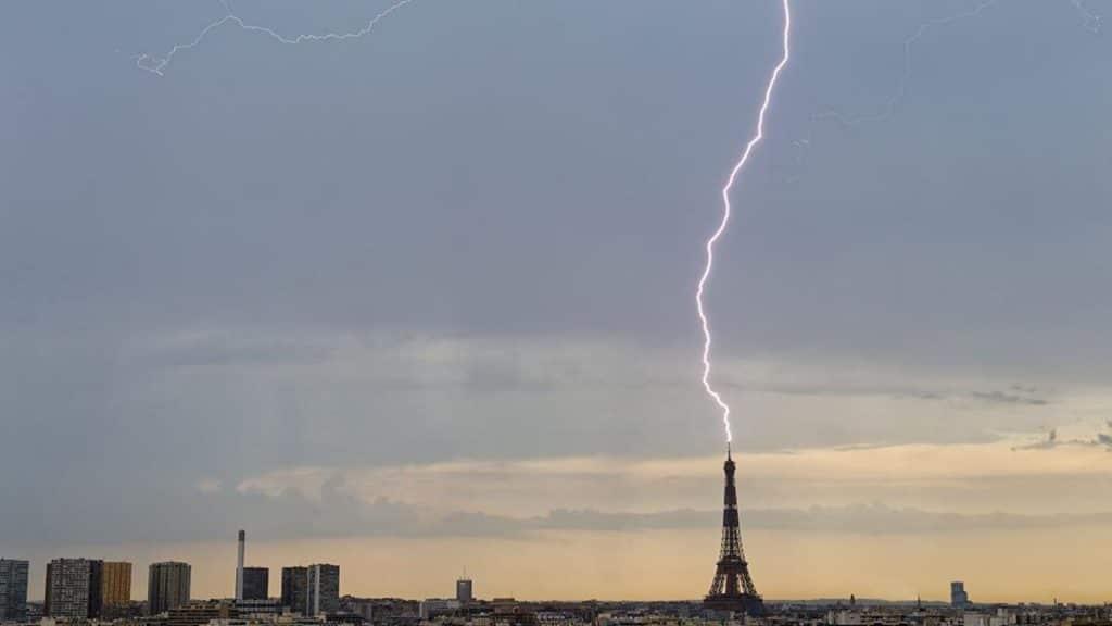 Orages : Les plus belles photos de la foudre à Paris !