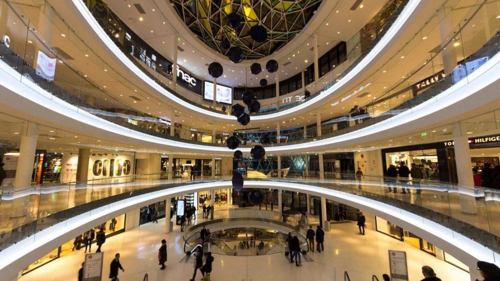 15 août : Les centres commerciaux et musées ouverts à Paris ce samedi férié !