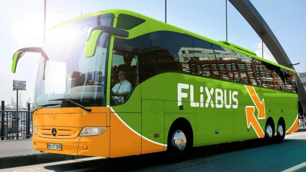 Paris : Deux vacancières oubliées sur une aire d'autoroute par leur chauffeur FlixBus !