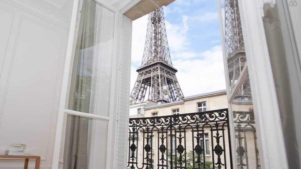 La Mairie de Paris propose un accord aux loueurs Airbnb illégaux à Paris